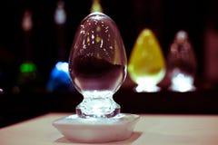 Multicloured szklanych jajek płytka głębia segregujący ciemny tło Fotografia Royalty Free