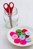 Multicolor кнопки на белой плите Стоковая Фотография RF