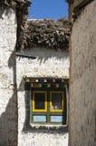 Multicolor окно в улицах Lo Manthang, мустанга Стоковая Фотография