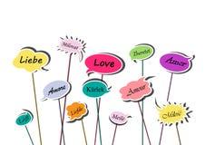 Multicolor пузыри речи со словом любов в различных европейских языках изолированные на белой предпосылке, горизонтальном векторе иллюстрация штока