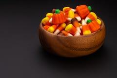 Multicolor cukierek kukurudza w pucharze fotografia royalty free