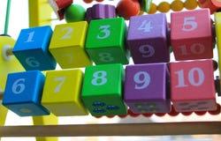 Multicolor de madera de los cuadrados del ábaco para los niños Foto de archivo libre de regalías