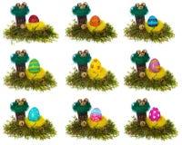 Multicolor pintado a mano de los huevos de Pascua en la jerarquía del pájaro, musgo del bosque, Foto de archivo libre de regalías