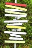 Multicolor puste kierunkowskaz strzały w lesie zdjęcia stock