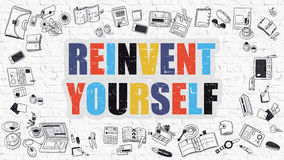Multicolor reinvéntese en Brickwall blanco Doodle el estilo Imágenes de archivo libres de regalías