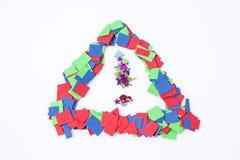 Multicolore del triangolo della strada di simbolo isolato in un fondo bianco illustrazione di stock