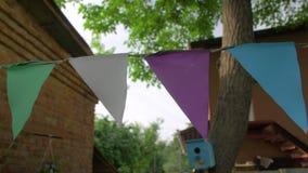 Multicolored driehoekige vlaggen stock footage
