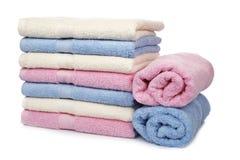 Multicolored gestapelde handdoeken stock fotografie