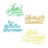 Multicolored hand-drawn inschrijving Hello, de Zomer! Het van letters voorzien stock illustratie
