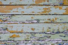 Multicolored heldere oude planken met gebarsten verf royalty-vrije stock foto's