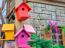 Multicolored het nestelen dozen openluchtachtergrond royalty-vrije stock foto's