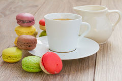Coffee set and macaroons Royalty Free Stock Photography