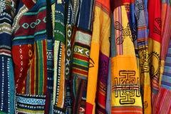 Multicolored Mexicaanse Geborduurde Poncho's Royalty-vrije Stock Foto's