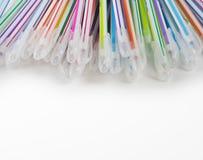 Multicolored pennen op witte achtergrond worden geïsoleerd die Royalty-vrije Stock Fotografie