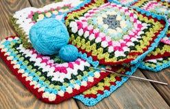 Multicolored plaidvierkanten van gehaakt Stock Afbeelding
