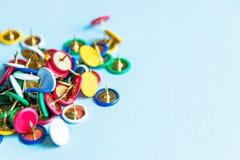 Multicolored Punaisen, bureauthema op lichte achtergrond royalty-vrije stock foto's