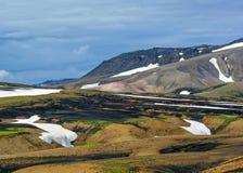 Multicolored ryolietbergen op actief geothermisch gebied Jokultungur, Laugavegur-sleep, dichtbij Landmannalaugar, Fjallabak-Aard royalty-vrije stock afbeelding