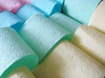 Multicolored toiletpapiervouwen royalty-vrije stock afbeeldingen
