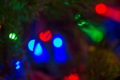 Multicolored vage lichten van een Nieuwjaar` s slinger en vliegende zeepbels als mooie achtergrond Royalty-vrije Stock Fotografie