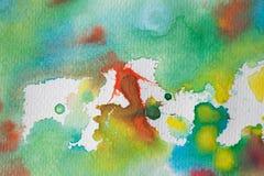 Multicolored waterverfplonsen als achtergrond Abstracte waterverftextuur en achtergrond voor ontwerpers Stock Foto