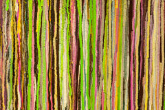 Multicolors-Streifen auf der Wand Stockfotos