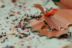 Multicoloured potloodspaanders en stof Royalty-vrije Stock Afbeelding