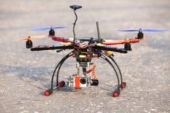 Multicopter med kameran Arkivbild