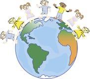 Multiculturele kinderen op aarde, culturele diversiteit, traditionele volkskostuums De aarde is mijn vriend Royalty-vrije Illustratie