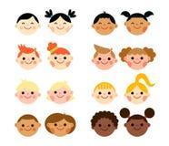 Multiculturele nationale kinderenhoofden in vlakke stijl Stock Afbeelding