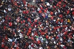A multidão comemora na parada de Chicago Blackhawks Fotografia de Stock Royalty Free