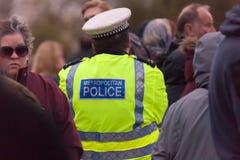 Multidão da presencia policial Imagem de Stock