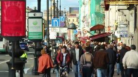 Multidão da rua da cidade vídeos de arquivo
