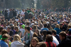 Multidão de dia do fumo 420 Imagens de Stock Royalty Free