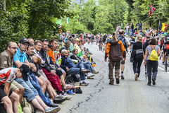 Multidão de fãs nas estradas do Tour de France do Le Foto de Stock Royalty Free