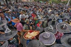 Multidão de Inti Raymi em Cotacahi Equador Fotos de Stock Royalty Free