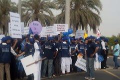 Multidão de março de paz Imagem de Stock