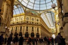 Multidão de Milão, Milão Itália dentro da galeria Vittorio Emanuele II Fotos de Stock