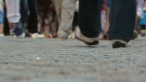 Multidão de passeio dos povos vídeos de arquivo