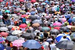 Multidão de peregrinos católicos que recolhem para comemorar o domingo de Pentecostes Imagens de Stock Royalty Free