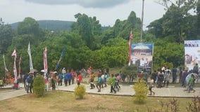 Multidão de peregrinos em Mansinam video estoque