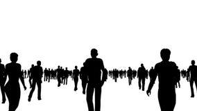 A multidão de povos das silhuetas move-se no branco filme