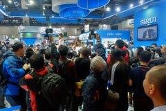 Multidão de povos em China P&E 2015 - a 17a fotografia internacional de China & a maquinaria da imagem latente e a feira de tecno Foto de Stock