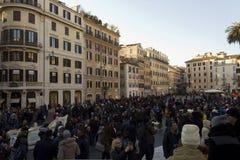 A multidão de povos em Praça di Spagna esquadra em Roma Fotografia de Stock