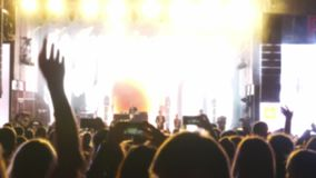 Multidão de povos em um concerto filme