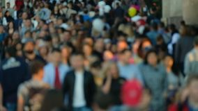 Multidão de povos na rua filme