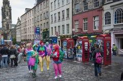 Multidão de povos na rua principal durante o festival da franja em Edimburgo, Escócia, Reino Unido Foto de Stock Royalty Free