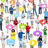 Multidão de povos na tecnologia imagens de stock