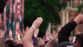 Multidão de povos no concerto filme