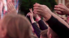 Multidão de povos no concerto video estoque