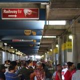 Multidão de povos no estádio Capetown do rugby imagens de stock royalty free